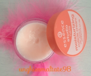 Moisturizing cuticle cream Essence