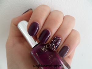 Violet and glitter accent manicure