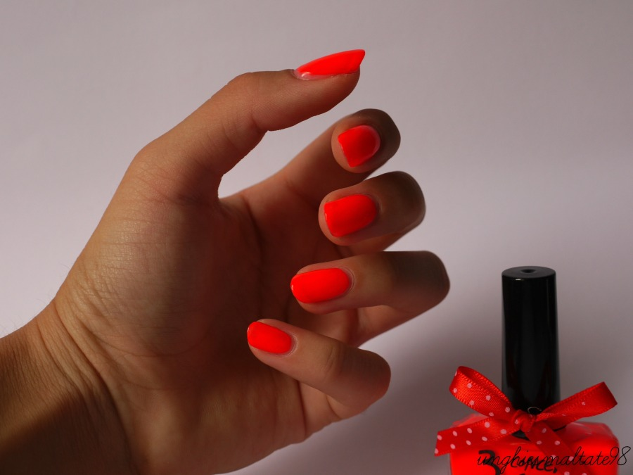Let's try it: Fluo Nail Polish by BornPrettyStore