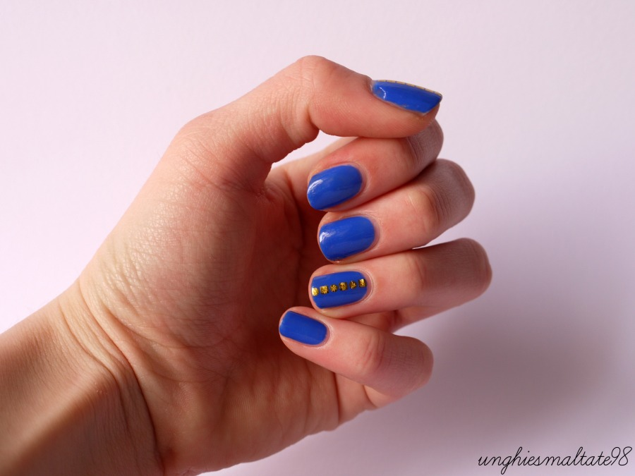 Gold & Blue nail art (2)